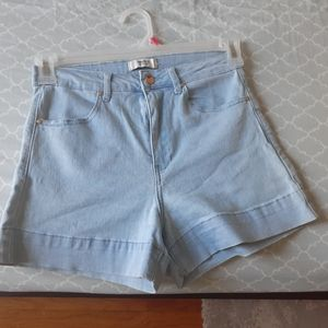 Light wash,high waisted, stretchy denim short